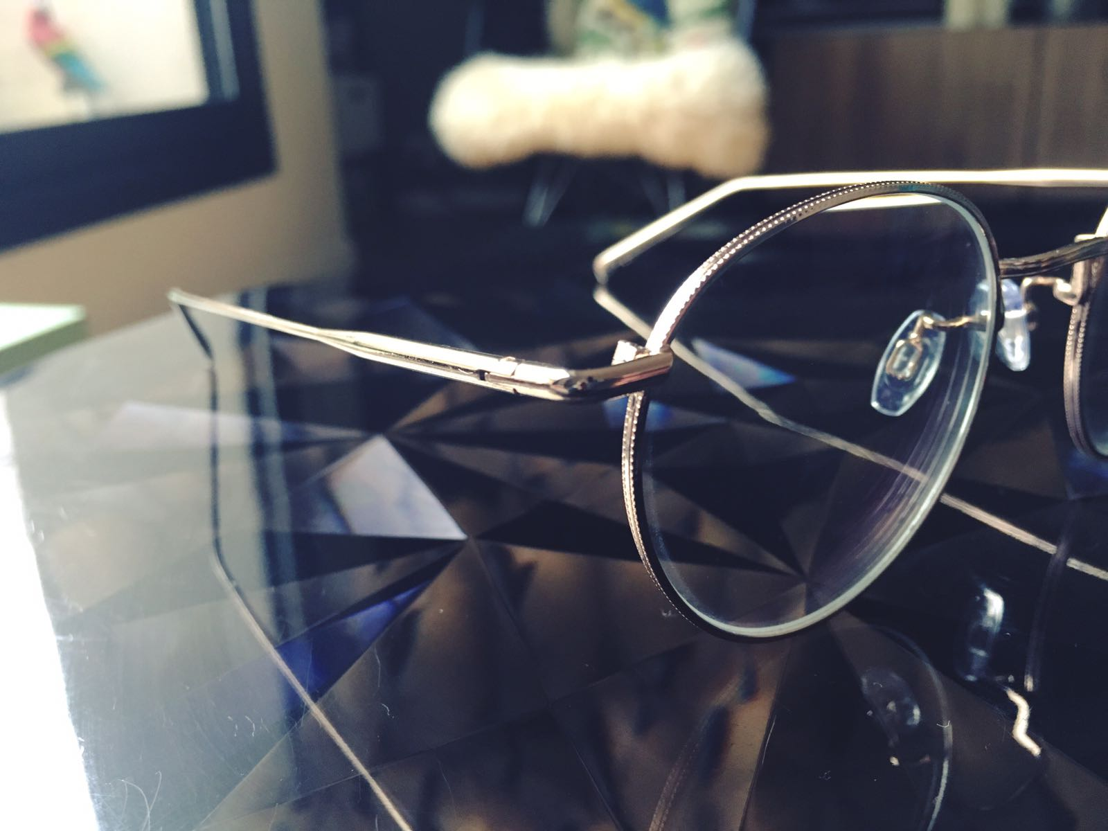 lunettes-monture-fine-metal-doree-or-agrent-jimmy-fairly-5